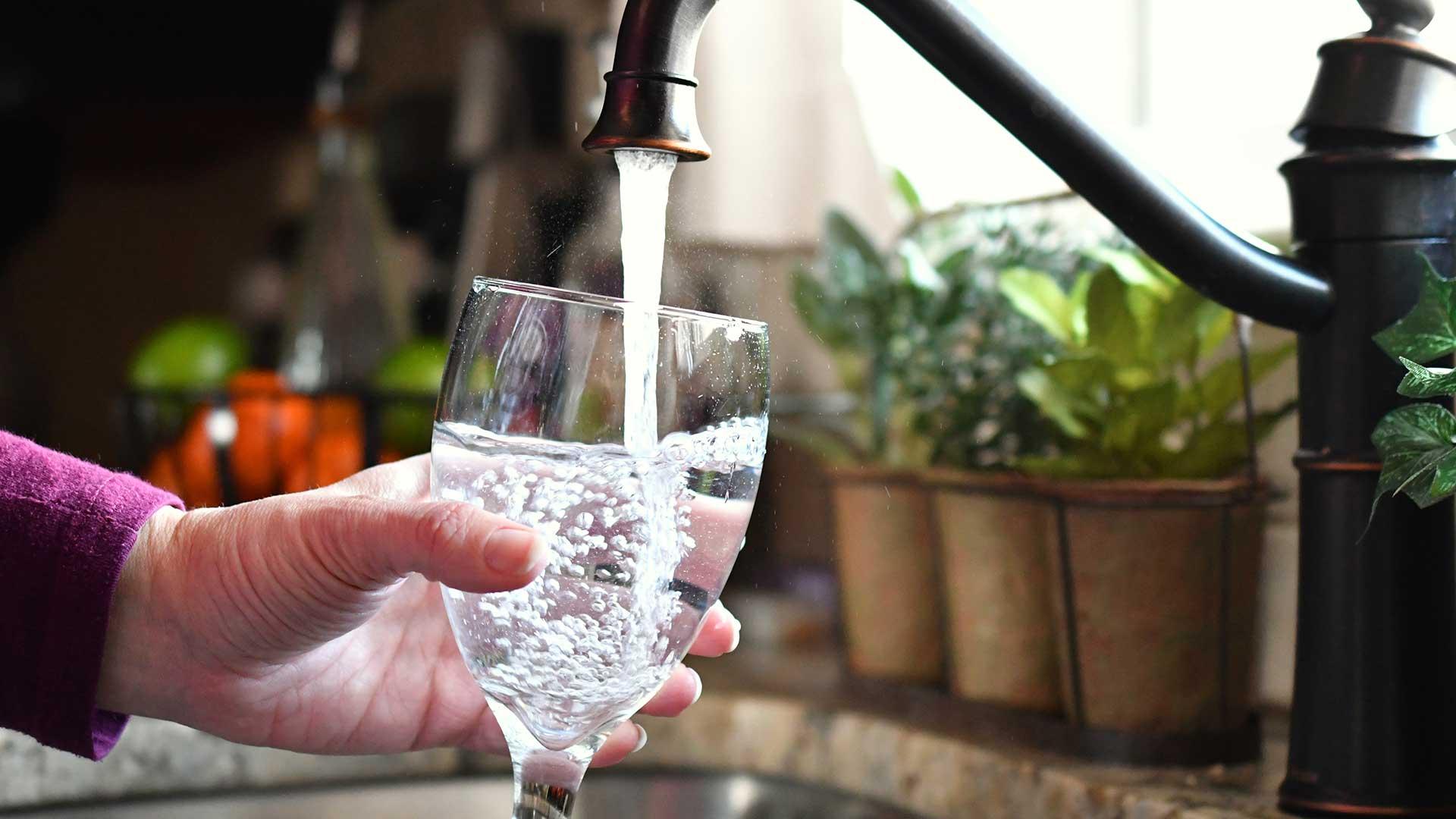 Abflussreinigung - sauberes Wasser